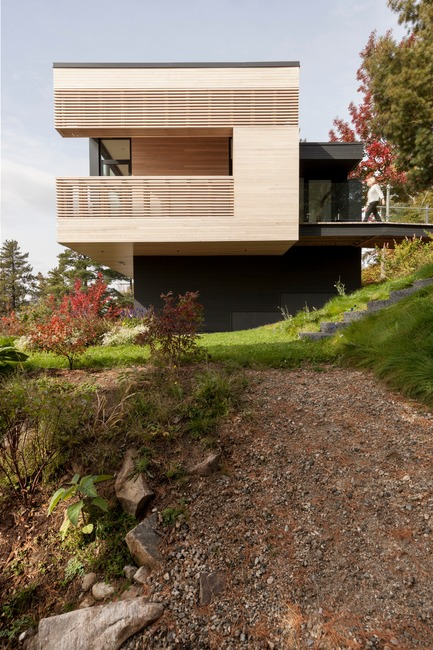 Dossier de presse | 2263-03 - Communiqué de presse | Residence Le Nid: Overlooking the St. Lawrence River - Anne Carrier architecture - Residential Architecture - Crédit photo : Maxime Brouillette