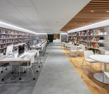 Dossier de presse | 1152-11 - Communiqué de presse | Bishop's University Library Learning Commons: New Lighting and Interior Design - LumiGroup - Institutional Architecture - Crédit photo : Stéphane Groleau