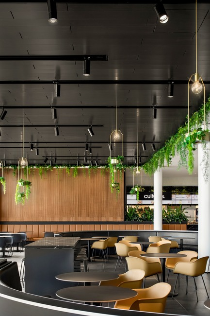 "Dossier de presse | 1081-06 - Communiqué de presse | ""La Cuisine"": Rockland Center's Culinary Experience - Architecture49 + Humà Design+Architecture - Commercial Interior Design - Rockland - greenery inserts. - Crédit photo : Adrien Williams"