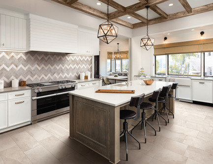 Press kit | 3936-01 - Press release | Laurie Smith from Trading Spaces presents MOOD Collection with Atlas Concorde USA at Coverings April 9-12, 2019 - Atlas Concorde USA - Event + Exhibition - MOOD Rustic kitchen, Atlas Concorde USA.<br> - Photo credit: Atlas Concorde USA.