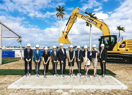 Dossier de presse | 907-06 - Communiqué de presse | La Clara Groundbreaking - Hariri Pontarini Architects - Residential Architecture - Groundbreaking Ceremony<br>From Left to Right: Aaron Knight, Siamak Hariri, Colleen Trabold, John Tonti, Niall Collins, Mayor Jeri Muio, Frank Trabold, Margaret Cullen, Amanda Wilson Watkins, Mike Kirchmair<br> - Crédit photo : Nicholas Mele