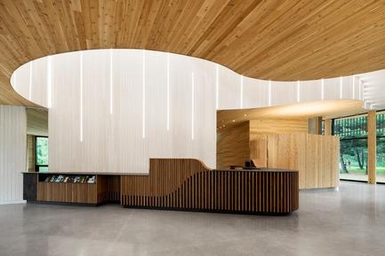 Dossier de presse | 774-10 - Communiqué de presse | L'Ordre des architectes du Québec dévoile les gagnants de ses Prix d'excellence en architecture 2019 - Ordre des architectes du Québec (OAQ) - Concours - CentrededecouverteBoucherville_SVA - Crédit photo :         Adrian Williams