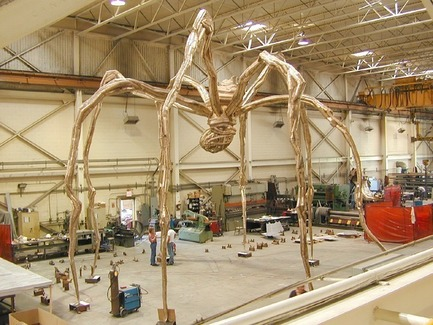 "Press kit | 3033-03 - Press release | UAP Purchases Polich Tallix Fine Art Foundry in New York - UAP - Art -  Louise Bourgeois' ""Maman""on the workshop floor of Polich Tallix (2003) - Photo credit: Polich Tallix"