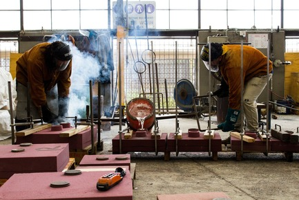 Press kit | 3033-03 - Press release | UAP Purchases Polich Tallix Fine Art Foundry in New York - UAP - Art - UAP's Brisbane workshop and foundry during a metal pour - Photo credit: UAP