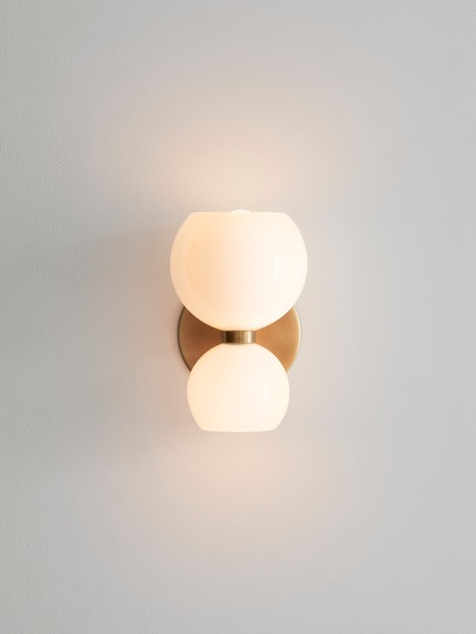 Press kit | 1665-03 - Press release | Lightmaker Studio Reimagines the Wall Sconce at ICFF 2019 in New York City - Lightmaker Studio - Lighting Design - Betty - Photo credit: Lisa Petrole