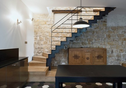 Press kit | 3894-01 - Press release | A Single Family House in Paris - Alia Bengana + Capucine de Cointet architectes - Residential Architecture - Staircase leading to the rooms in raw metal and oak - Photo credit: David Cousin-Marsy