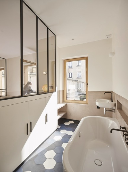 Press kit | 3894-01 - Press release | A Single Family House in Paris - Alia Bengana + Capucine de Cointet architectes - Residential Architecture - Bathroom from the master bedroom to the first floor - Photo credit: Benjamin Chelly<br>