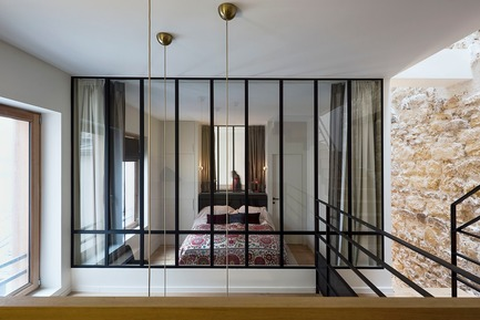 Press kit | 3894-01 - Press release | A Single Family House in Paris - Alia Bengana + Capucine de Cointet architectes - Residential Architecture - View from the suspended office area to the 1st floor bedroom and the en-suite bathroom - Photo credit: David Cousin-Marsy