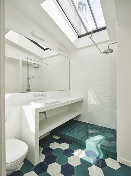 Press kit | 3894-01 - Press release | A Single Family House in Paris - Alia Bengana + Capucine de Cointet architectes - Residential Architecture - Bathroom on the 2nd floor - Photo credit: Benjamin Chelly
