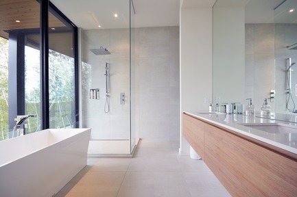 Press kit | 3463-02 - Press release | Up There ! - ESPACE VITAL architecture - Residential Architecture - Master bathroom<br> - Photo credit: Stéphane Lemire<br>