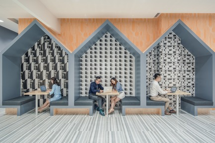 Dossier de presse | 3593-02 - Communiqué de presse | SOHO 3Q Coworking Spaces:the Story of Creating the First CoworkingSpaces in China - anySCALE Architecture Design - Design d'intérieur commercial -  SOHO 3Q TIANSHAN  - Crédit photo :  SOHO China