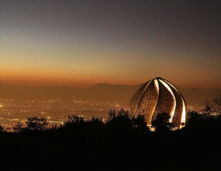 Dossier de presse | 907-07 - Communiqué de presse | RAIC Shortlist - Bahá'í Temple of South America - Hariri Pontarini Architects - Concours - Temple at Night - Crédit photo :  Hariri Pontarini Architects