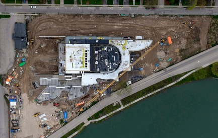 Press kit | 907-08 - Press release | Topping-Off Ceremony at the Tom Patterson Theatre for the Stratford Festival - Hariri Pontarini Architects - Event + Exhibition - Aerial View of Construction - Photo credit: Eye in the Sky Photography