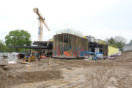 Dossier de presse | 907-08 - Communiqué de presse | Topping-Off Ceremony at the Tom Patterson Theatre for the Stratford Festival - Hariri Pontarini Architects - Évènement + Exposition - Theatre Construction - Crédit photo : Hariri Pontarini Architects