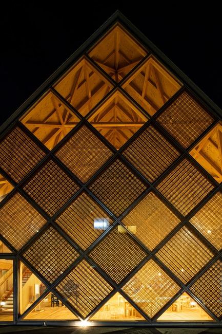 Dossier de presse | 3544-01 - Communiqué de presse | Tomioka Chamber of Commerce and Industry - Tezuka Architects - Architecture institutionnelle - Crédit photo : Katsuhisa Kida/FOTOTECA