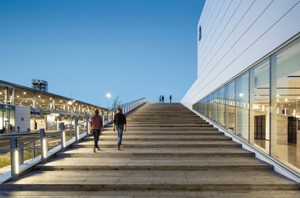 Press kit | 952-27 - Press release | The Port of Montreal's Grand Quay: a new cruise terminal and a promenade on the green esplanade - Provencher_Roy - Urban Design - Port of Montreal's Grand Quay - Photo credit: Stéphane Brügger