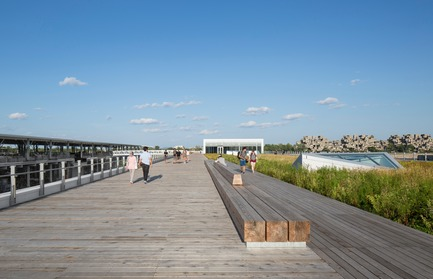 Press kit | 952-27 - Press release | The Port of Montreal's Grand Quay: a new cruise terminal and a promenade on the green esplanade - Provencher_Roy - Urban Design - Promenade on the green esplanade  - Photo credit: Stéphane Brügger