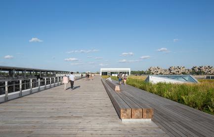 Dossier de presse | 952-27 - Communiqué de presse | Grand Quai du Port de Montréal: un nouveau terminal de croisière et une promenade sur l'esplanade verte - Provencher_Roy - Design urbain - Promenade sur l'esplanade verte - Crédit photo : Stéphane Brügger