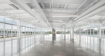 Dossier de presse | 952-27 - Communiqué de presse | Grand Quai du Port de Montréal: un nouveau terminal de croisière et une promenade sur l'esplanade verte - Provencher_Roy - Design urbain - Intérieur du terminal de croisière - Crédit photo : Stéphane Brügger