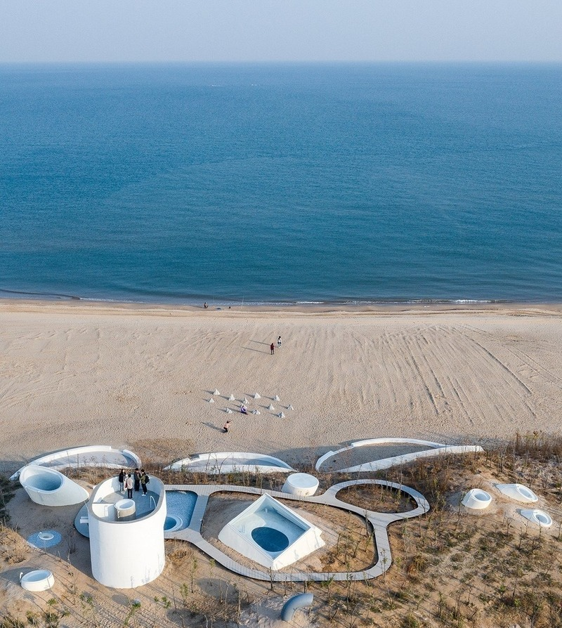 Press kit | 3976-01 - Press release | 2019 AZ Awards Winner: UCCA Dune Art Museum - OPEN Architecture - Institutional Architecture -  UCCA Dune Art Museum aerial view<br>  - Photo credit: WU Qingshan