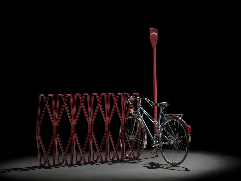 Press kit | 3937-01 - Press release | ARPINO wins RED DOT Award Best of the Best - Urban Design - ARPINO Design - Product - <p>Bicycle Rack OXS</p> - Photo credit: Paulo Carvalho – www.paulocarvalhophotographer.com
