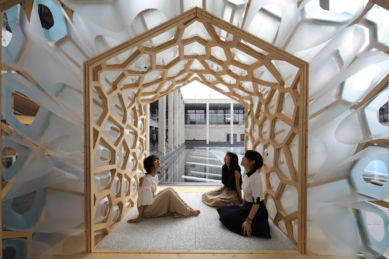 Press kit | 875-04 - Press release | Award-Winning Project:Porous Manifold as a Japanese Tearoom - Ryumei Fujiki + Yukiko Sato / F.A.D.S + Fujiki Studio, KOU::ARC - Event + Exhibition - Three Young Girls - Photo credit: Masahiro Hoshida