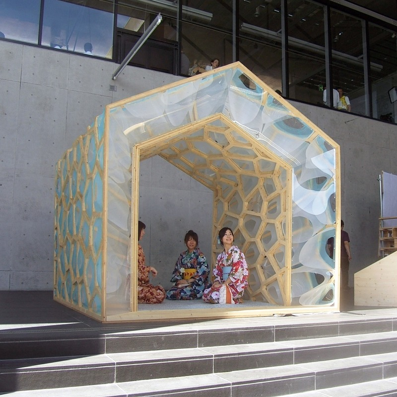 Press kit | 875-04 - Press release | Award-Winning Project:Porous Manifold as a Japanese Tearoom - Ryumei Fujiki + Yukiko Sato / F.A.D.S + Fujiki Studio, KOU::ARC - Event + Exhibition - Three Kimono Women - Photo credit:  Fujiki Studio