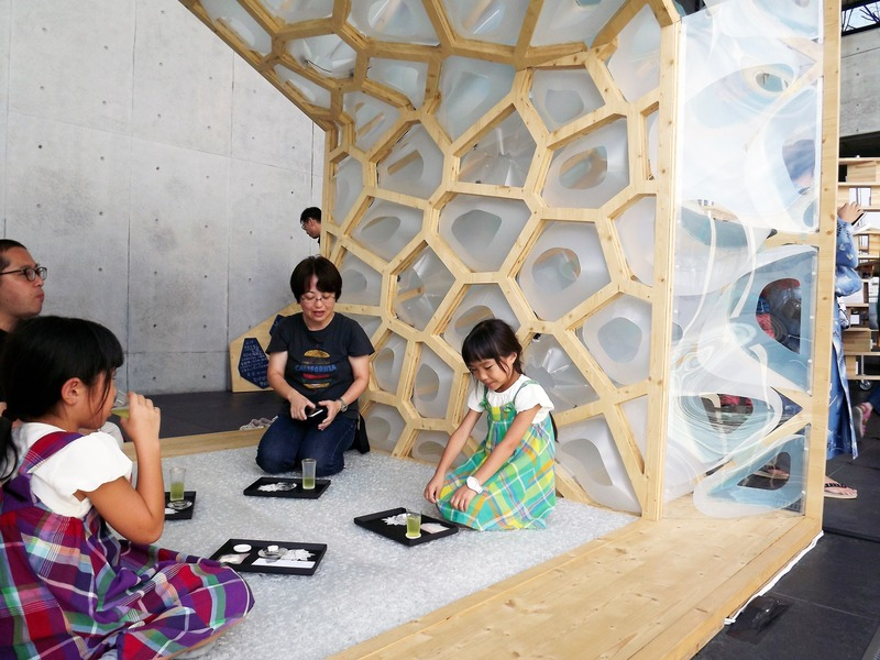 Press kit | 875-04 - Press release | Award-Winning Project:Porous Manifold as a Japanese Tearoom - Ryumei Fujiki + Yukiko Sato / F.A.D.S + Fujiki Studio, KOU::ARC - Event + Exhibition - Tea Ceremony Experience for Children - Photo credit: Fujiki Studio