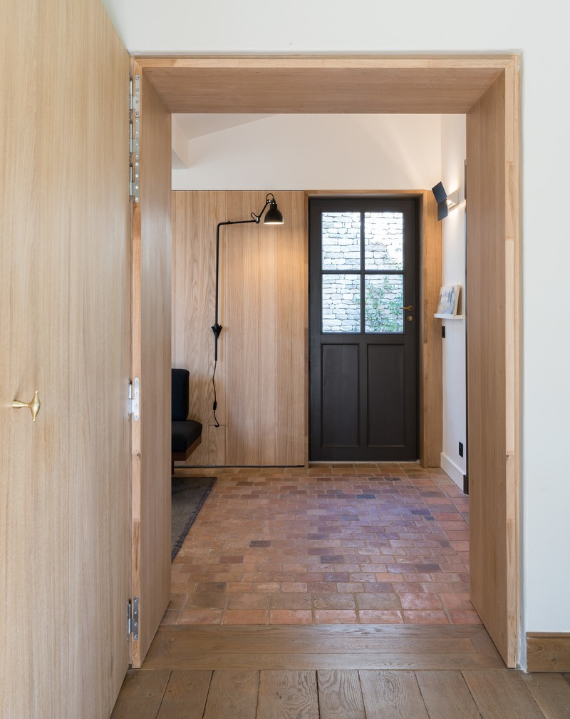 Press kit | 2180-03 - Press release | Seaside House - Martins | Afonso atelier de design - Residential Interior Design - Living room (door frame) - Photo credit: Mickaël Martins Afonso