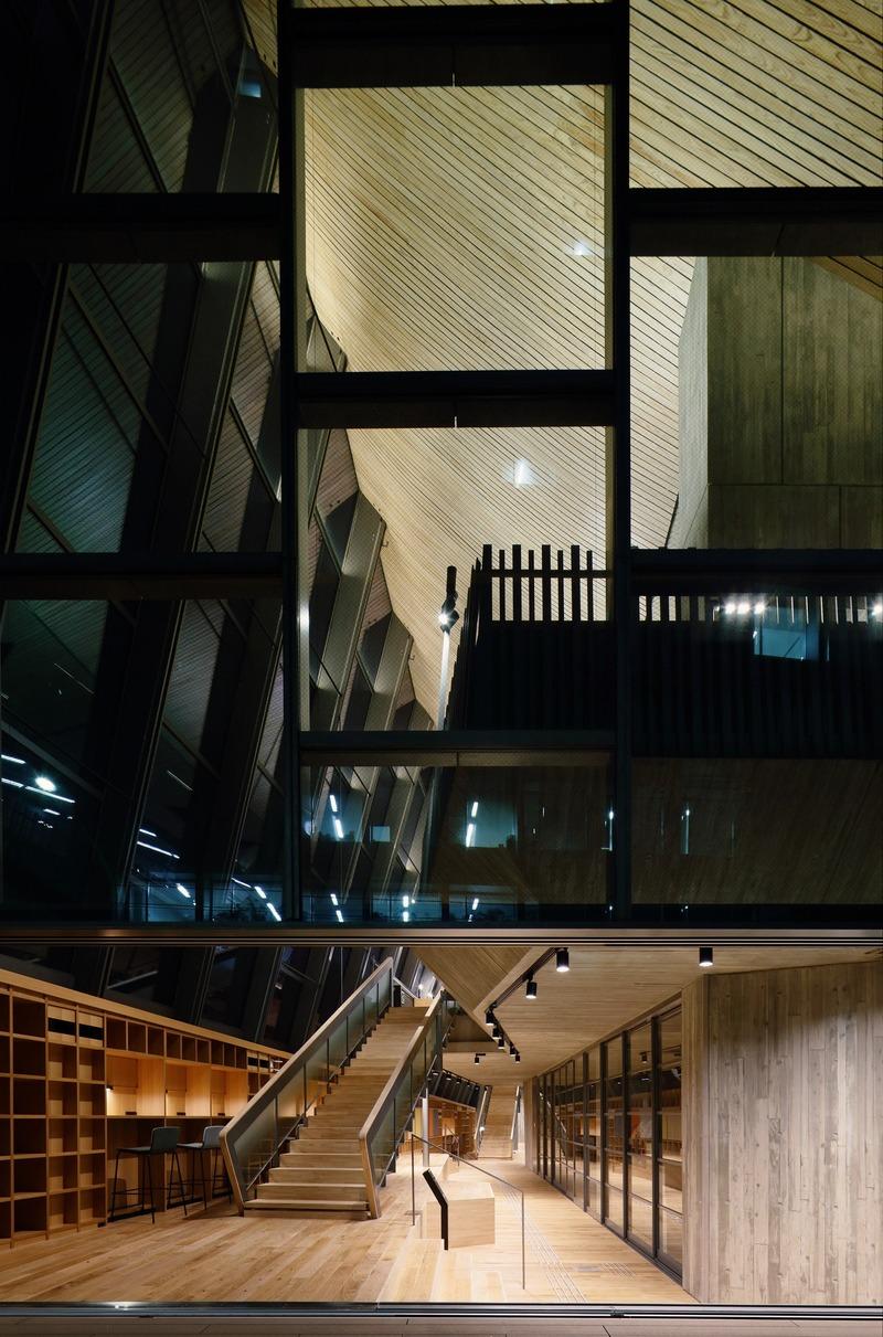 Dossier de presse | 1028-13 - Communiqué de presse | 2019 Shortlist Announced for ABB LEAF Awards - Arena International Group - Architecture industrielle - Kokugakuin University Learning Centre, Tokyo, Japan - Crédit photo : Nikken Sekkei