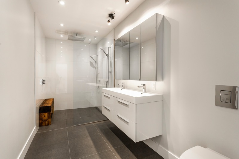 Press kit | 3946-01 - Press release | The Castor Des Érables - Parkhouse - Residential Interior Design -  Split-Level - Washroom  - Photo credit: Parkhouse/Bardagi