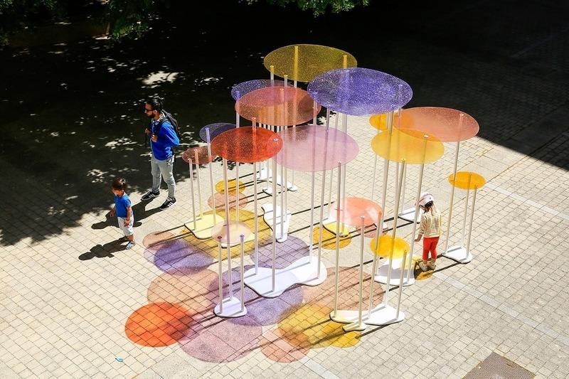 Dossier de presse | 982-44 - Communiqué de presse | Festival des Architectures Vives 2019 - La Beauté - Association Champ Libre - Design urbain - <p>Éducation Artistique et Culturelle : Rectorat-ENSAM-FAV</p><p> </p><p>Ecole Jean Moulin : Classe de CM2 +<br>ENSAM : BITOUZET Claire - BROCQ Léa - PELOUX Lola</p><p>Installation : Lumignon</p> - Crédit photo : ©photoarchitecture ©FestivaldesArchitecturesVives