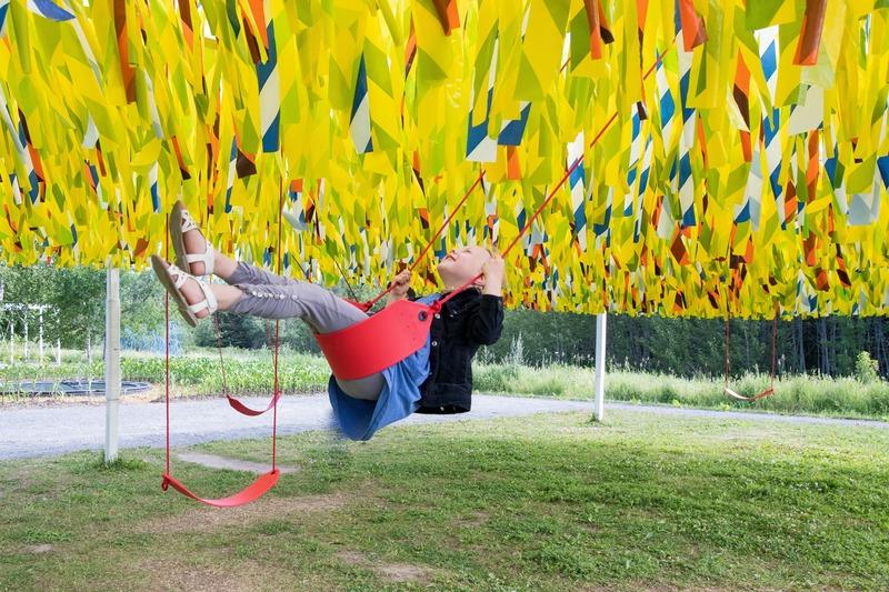 Dossier de presse | 837-31 - Communiqué de presse | « Roof Line Garden II » au Musée de la civilisation et « Swing Line Garden » aux Jardins de Métis par Julia Jamrozik et Coryn Kempster - Festival international de jardins / Jardins de Métis - Évènement + Exposition - <p>Swing Line Garden </p><p>de Julia Jamrozik et Coryn Kempster</p> - Crédit photo : Jean-Christophe Lemay