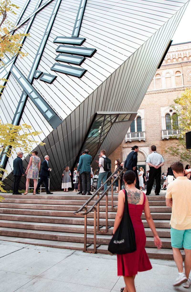 Press kit | 907-09 - Press release | ROM Welcome Project - Hariri Pontarini Architects - Institutional Architecture - The Helga and Mike Schmidt Performance Terrace. - Photo credit: Hariri Pontarini Architects