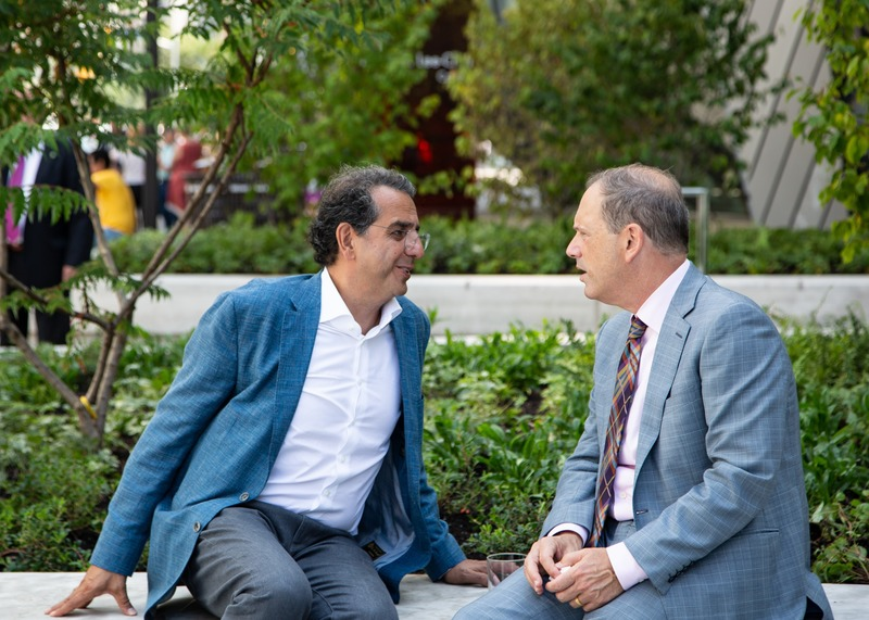 Press kit | 907-09 - Press release | ROM Welcome Project - Hariri Pontarini Architects - Institutional Architecture - Siamak Hariri and Josh Basseches enjoying a quite moment on the Reed Family Plaza.  - Photo credit: Hariri Pontarini Architects