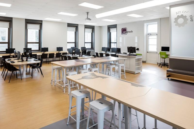 Dossier de presse | 1299-05 - Communiqué de presse | Alt-o-tech : un environnement éducatif pour les innovatrices de demain - Taktik design - Design d'intérieur commercial - Espace de programmation - Crédit photo : Maxime Brouillet