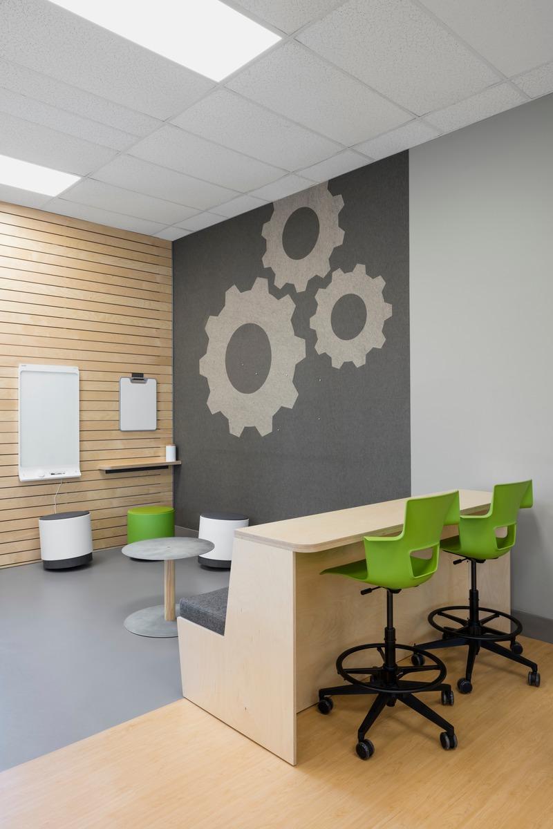 Dossier de presse | 1299-05 - Communiqué de presse | Alt-o-tech : un environnement éducatif pour les innovatrices de demain - Taktik design - Design d'intérieur commercial - Espace collaboratif - Crédit photo : Maxime Brouillet