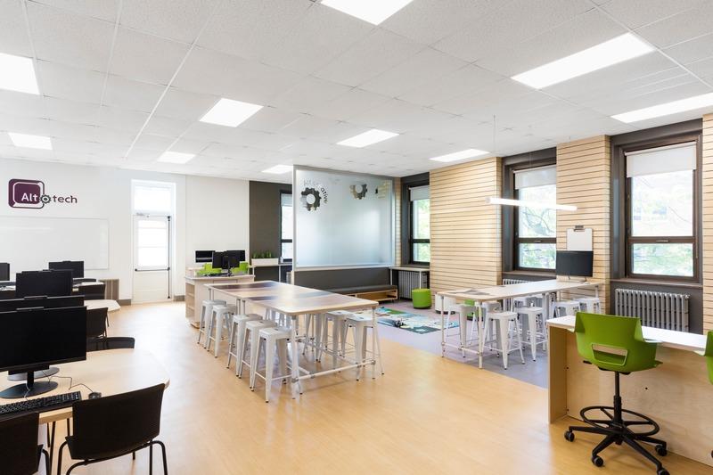 Dossier de presse | 1299-05 - Communiqué de presse | Alt-o-tech : un environnement éducatif pour les innovatrices de demain - Taktik design - Design d'intérieur commercial - Vue générale 1 - Crédit photo : Maxime Brouillet