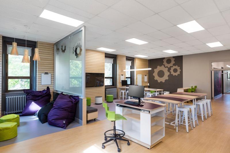 Dossier de presse | 1299-05 - Communiqué de presse | Alt-o-tech : un environnement éducatif pour les innovatrices de demain - Taktik design - Design d'intérieur commercial - Vue générale 2 - Crédit photo : Maxime Brouillet