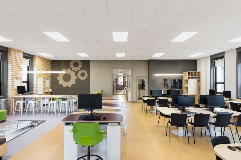 Dossier de presse | 1299-05 - Communiqué de presse | Alt-o-tech : un environnement éducatif pour les innovatrices de demain - Taktik design - Design d'intérieur commercial - Vue générale 3 - Crédit photo : Maxime Brouillet