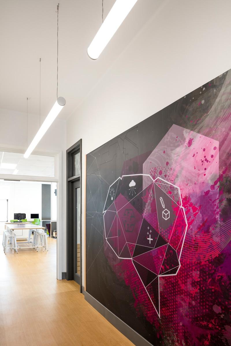 Dossier de presse | 1299-05 - Communiqué de presse | Alt-o-tech : un environnement éducatif pour les innovatrices de demain - Taktik design - Design d'intérieur commercial - Murale personnalisée - Crédit photo : Maxime Brouillet