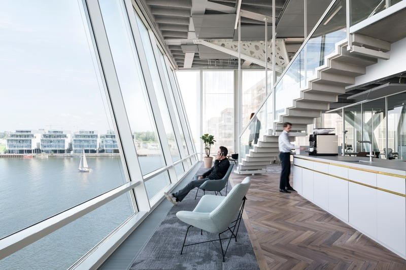 "Dossier de presse | 3644-02 - Communiqué de presse | One of the Best Offices in the World - Firm architects - Design d'intérieur commercial -  <p class="""">The harbour facing facade resembling a boat's bridge. Overlooking the water we placed two beautiful vintage Italian chairs.</p>  - Crédit photo :  Studio de Nooyer"