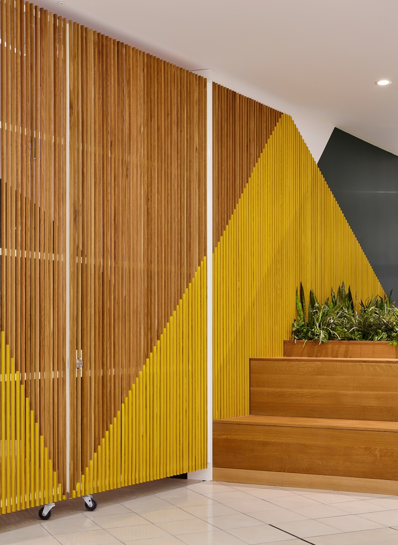 Press kit | 2682-01 - Press release | Innovation Through Design - The Symbiotic Link Between Branding and Architecture - Williamson Williamson Inc. - Commercial Interior Design - Pilot Manulife: A detail of the Balmoral Entrance gate. Different patterns are exposed as you view the slats from different angles.  - Photo credit: Scott Norsworthy