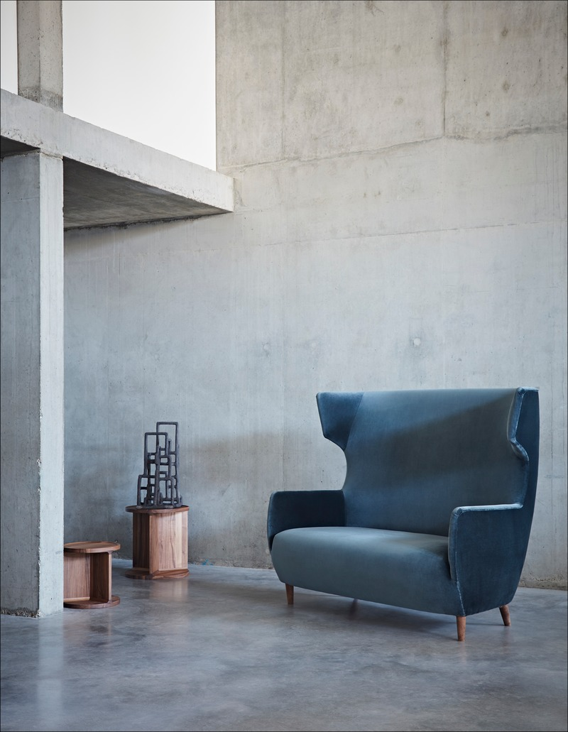 Dossier de presse | 2253-09 - Communiqué de presse | Celebrating Ten Years of Dare Studio with an Edit of Classic Designs and New Products - Dare Studio - Produit - Dare Studio_Hardy Wingback Sofa_www.darestudio.com - Crédit photo : Dare Studio