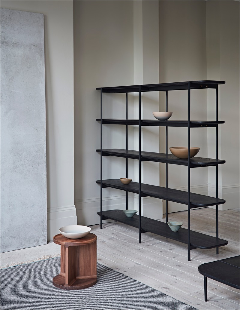Dossier de presse | 2253-09 - Communiqué de presse | Celebrating Ten Years of Dare Studio with an Edit of Classic Designs and New Products - Dare Studio - Produit - Dare Studio_Drum Low Side Table and Riley Tall Shelving_www.darestudio.com - Crédit photo : Dare Studio