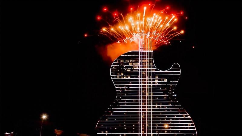Dossier de presse | 4222-01 - Communiqué de presse | Inauguration du premier hôtel en forme de guitare au monde - Float4 - Design multimédia - Crédit photo : Crédit photo: DCL