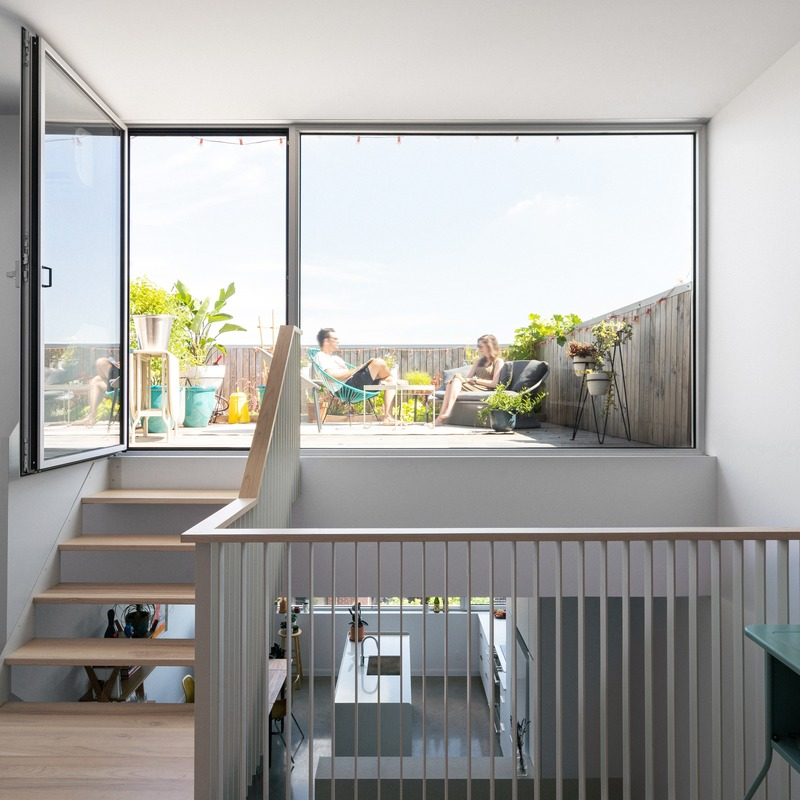 Press kit | 1142-07 - Press release | Off Plaza: L. McComber meets la Maison du Rotin - L. McComber – architecture vivante - Residential Architecture - Bright terrace and urban gardens! - Photo credit: Raphaël Thibodeau