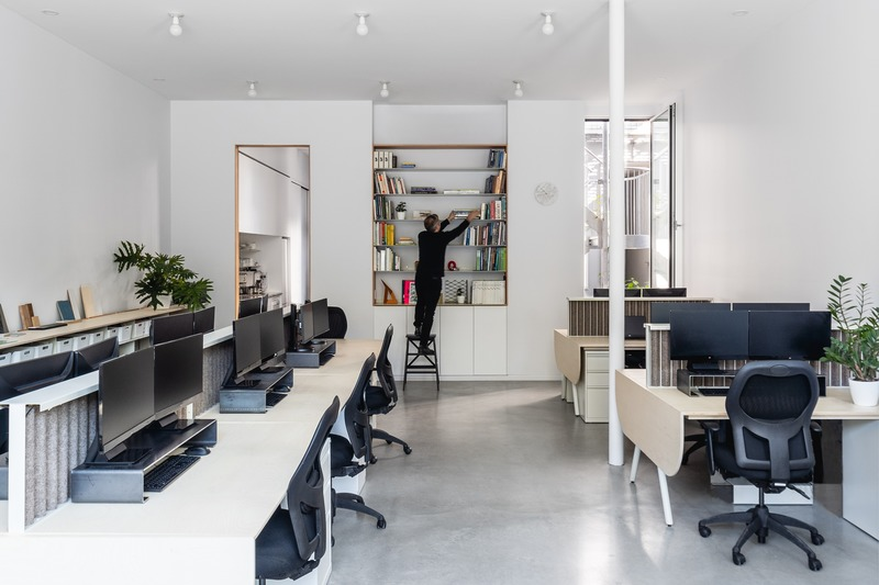Press kit | 1142-07 - Press release | Off Plaza: L. McComber meets la Maison du Rotin - L. McComber – architecture vivante - Residential Architecture - The L. McComber workshop on the ground floor. - Photo credit: Raphaël Thibodeau