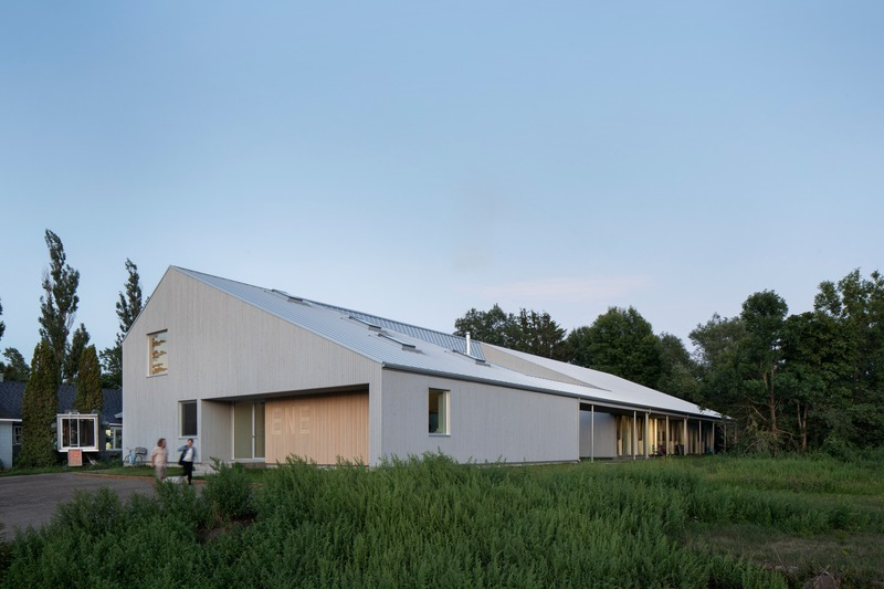 Dossier de presse | 1527-10 - Communiqué de presse | Est-Nord-Est, un centre d'artistes contemporain inspiré par la tradition - Bourgeois / Lechasseur architectes - Architecture institutionnelle - Crédit photo : Adrien Williams