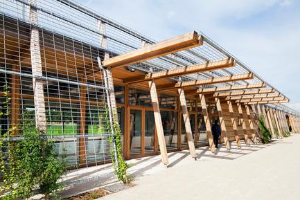 Dossier de presse | 1011-01 - Communiqué de presse | « LE GRAND STADE » - Joly Loiret - Architecture commerciale - Crédit photo : M. Denance Photographe